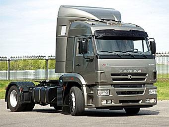 """КамАЗ"" остановил производство грузовиков до следующего года"