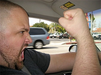 Британцы потребовали от водителей сдавать экзамен по этикету
