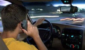 За разговоры по мобильному за рулем британцев предлагают сажать в тюрьму