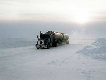 В Башкирии гаишники отпаивают замерзших водителей чаем