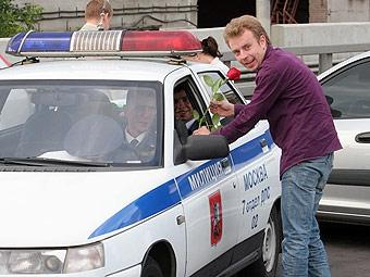 Большинство россиян одобряет работу ГИБДД и недовольно качеством дорог