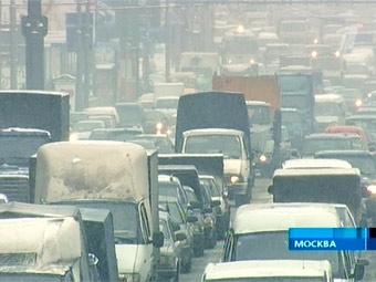 Снегопады завалили работой московских страховщиков