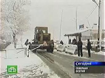 Транскавказскую магистраль засыпали лавины