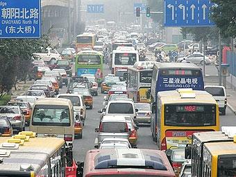 Каждый день в Пекине становится на 1500 машин больше