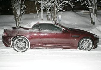 Aston Martin готовит открытую версию суперкара DBS