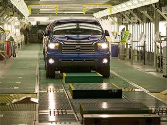 Toyota урежет зарплату рабочим и сократит производство