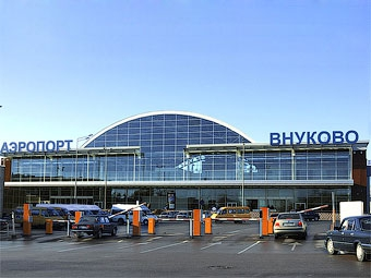 Парковка в аэропорту  Внуково подешевела до 100 рублей в час