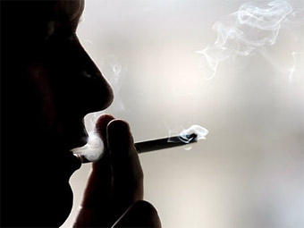 В России готовят запрет на курение в автомобилях