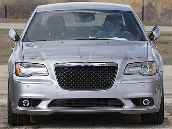 Самый мощный Chrysler 300C сфотографировали без камуфляжа