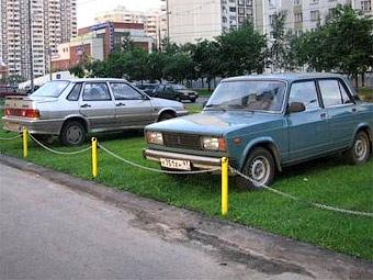 Дворовые парковки разместят на газонах