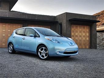 Первый экземпляр электрокара Nissan Leaf передали владельцу