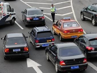 Продажи автомобилей в Китае упали из-за ужесточения транспортной политики