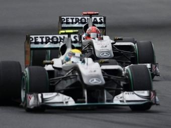 Команда Формулы-1 Mercedes опровергла слухи о проблемах с бюджетом