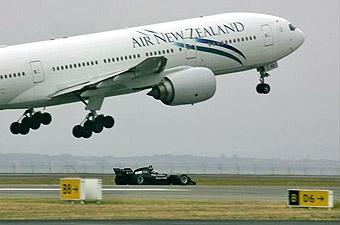 Соревнование болида A1GP и Boeing 777 закончилось ничьей