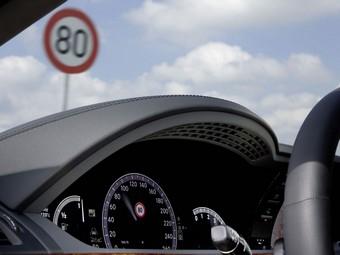 Автомобили Mercedes-Benz научились распознавать российские дорожные знаки