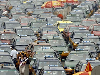 Китайцев обяжут приобретать автономер перед покупкой машины