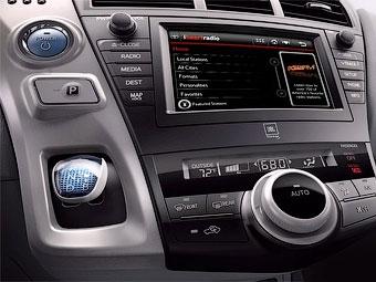 Компактвэн Toyota Prius получит новый интерьер
