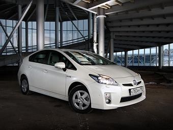 Компания Toyota продала за 13 лет два миллиона гибридов Prius