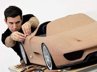 Компания Porsche показала макет серийного гибридного суперкара