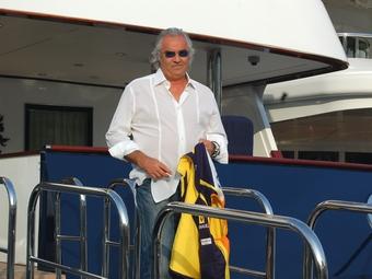Полиция арестовала яхту Флавио Бриаторе