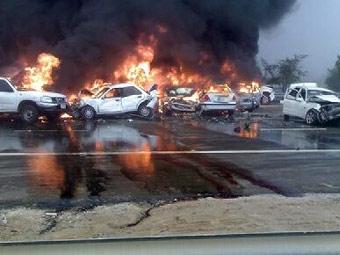 На шоссе в ОАЭ столкнулись 200 автомобилей