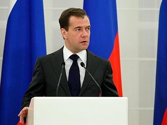 """Медведев назвал цены на московских парковках """"издевательством"""""""
