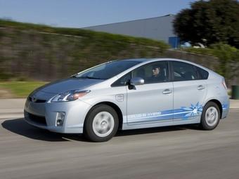 Все гибридные хэтчбеки Toyota Prius будут заряжаться от розетки