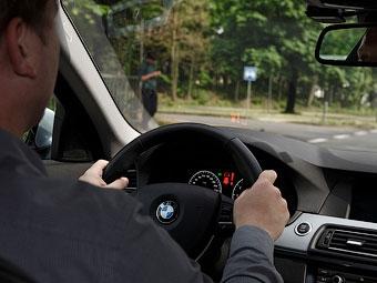Автомобили BMW помогут водителям проезжать перекрестки
