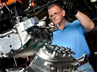 Покупателям Chevrolet Corvette предложат собрать двигатель своими руками