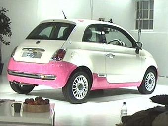 Англичанин за четыре дня перекрасил Fiat 500 лаком для ногтей