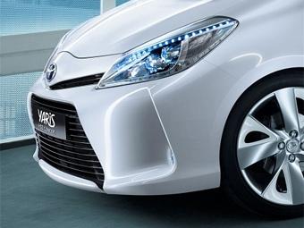 """Toyota привезет в Женеву прототип гибридного """"Яриса"""""""