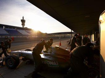 Шумахер и Масса доминировали во второй день тестов Формулы-1 в Хересе