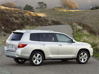Toyota пополнит свой модельный ряд в России внедорожником и пикапом