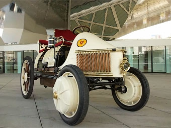 Porsche привезет в Женеву 111-летний гибрид