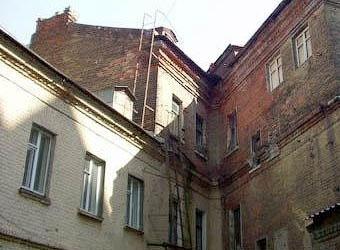 Аварийные здания Петербурга превратят в парковки