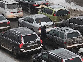 Москвичей попросили отказаться от поездок на автомобилях