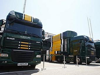 Нелегальные иммигранты путешествовали на грузовиках Формулы-1