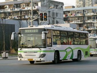 Шанхайским водителям запретят гонять на автобусах