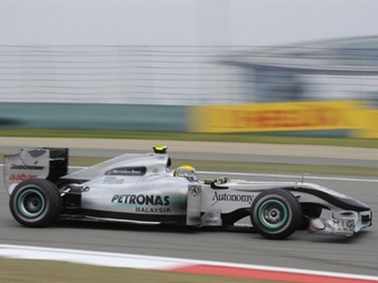 Mercedes увеличит колесную базу болида Формулы-1