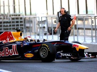 Пилоты Формулы-1 на Pirelli проиграли молодежи две секунды