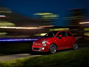 Американцы раскупили первую партию Fiat 500 за полтора часа