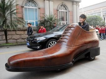 Китайцы построили электромобиль из ботинка