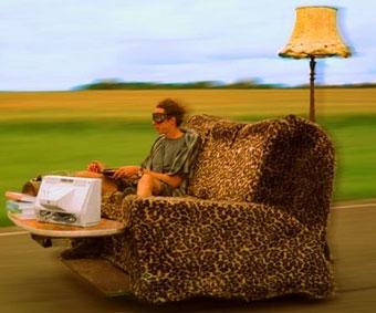 Англичане разогнали диван до 148 километров в час
