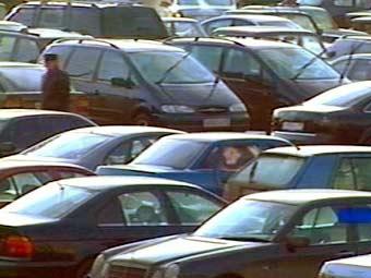 Москвичи будут платить за парковки карточками