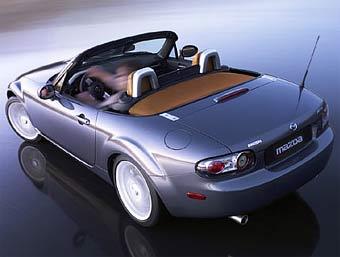 Mazda готовит версию родстера MX-5 с жесткой складывающейся крышей