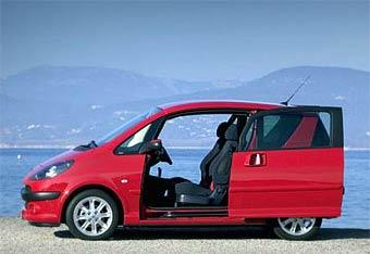 Peugeot и Renault снижают объемы производства компактных однообъемников