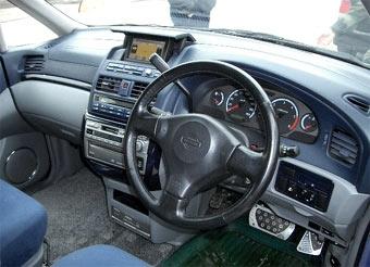 С российских дорог хотят изгнать автомобили с правым рулем