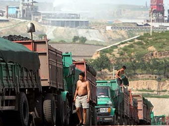 В Китае задержали безрукого водителя грузовика