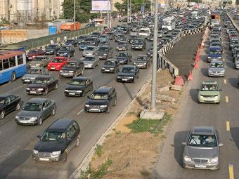 Два крупных ДТП парализовали движение в разных концах Москвы