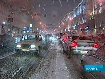 Движение автотранспорта затруднено по всей Москве